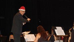 El Centro de Artes Escénicas ha acogido el Concierto de Navidad de la Banda de Música de la Asociación Cultural Níjar