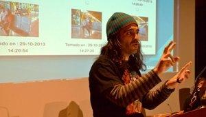 """El hacker Chema Alonso dice a los universitarios de Almería que """"robar identidades en la Red no es fácil, pero tampoco imposible"""""""