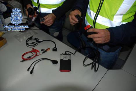 Seis detenidos e imputados en Almería por vender equipos falsificados de diagnosis para automóviles comercializados en Internet