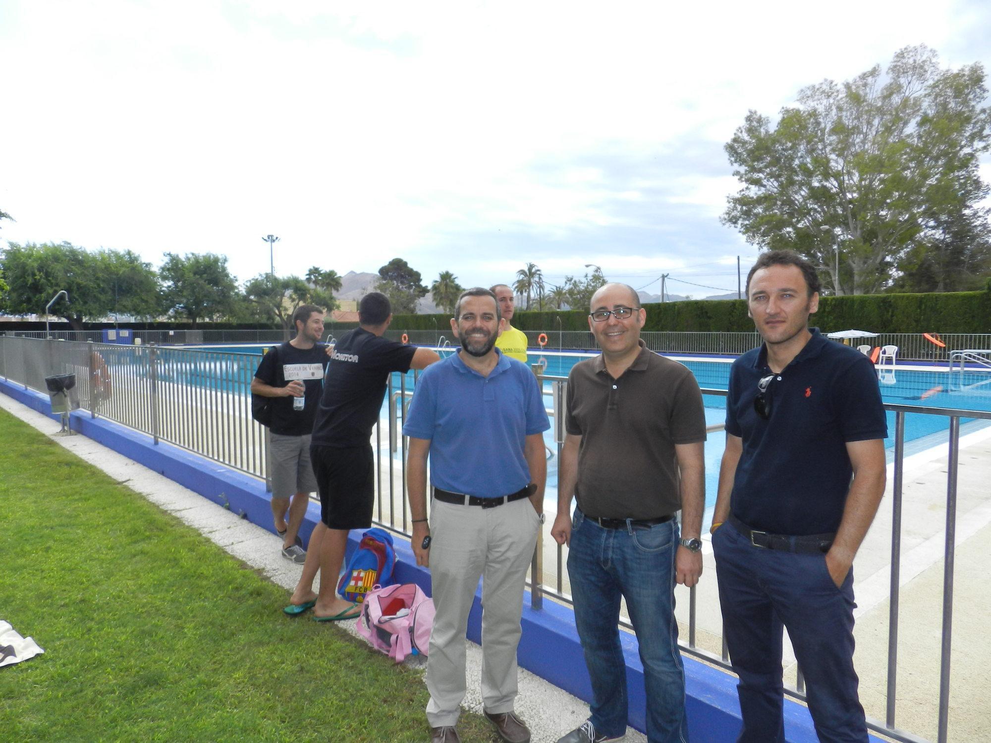 Comienza la temporada en la piscina de hu rcal overa con for Piscina municipal almeria