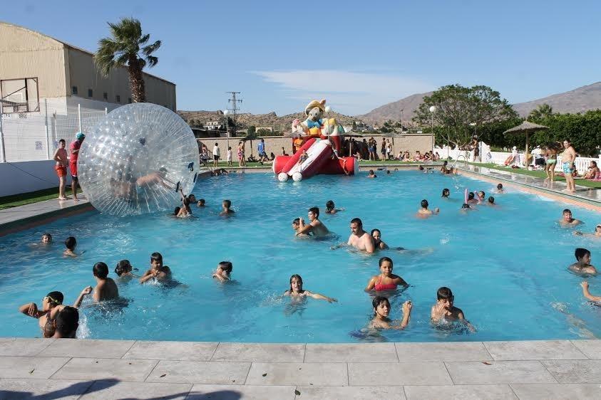 Gran fiesta de inauguraci n de la reci n remodelada for Piscina municipal almeria