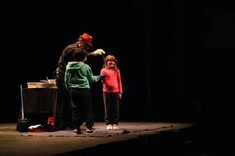 El Mago Moebius llenó de magia el Día de los Derechos de la Infancia en El Ejido