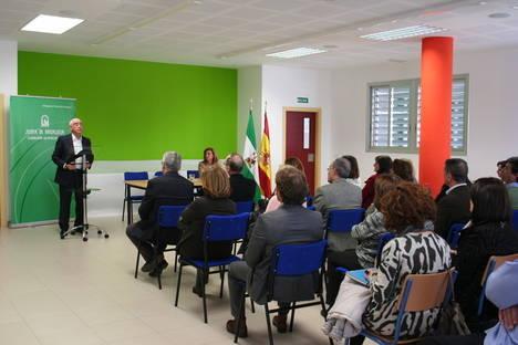 El consejero de Educación, Cultura y Deporte visita las instalaciones del colegio 'Virgilio Valdivia' de Aguadulce