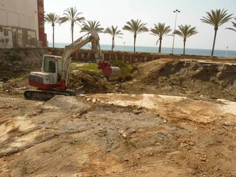 El Ayuntamiento inicia las obras de urbanización y ampliación de la Plaza Elena Pezzi, abriendo un nuevo paso al mar