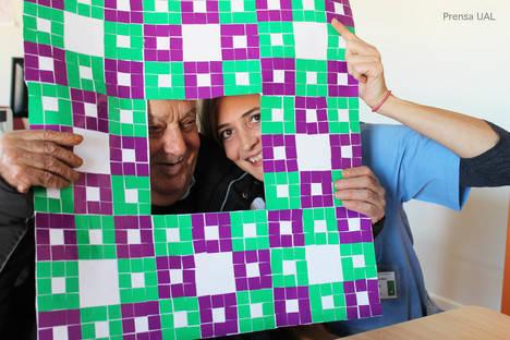 Una docena de mayores se une al reto de crear la alfombra de Sierpinski más grande del mundo