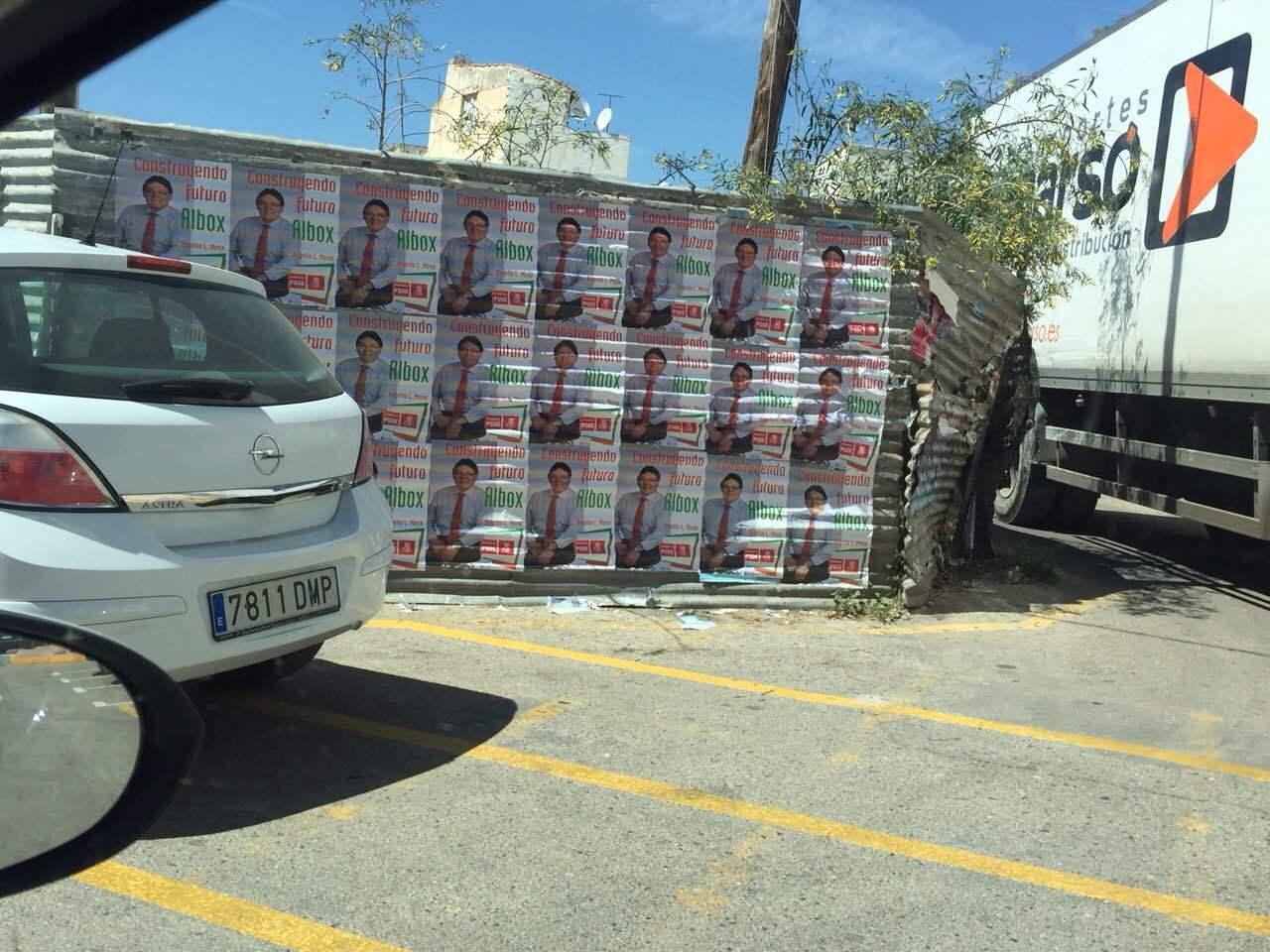 El alcalde procesado de Albox desafía ahora la Ley con sus carteles desde cuatro días ante de la campaña