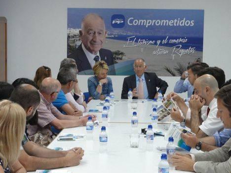 Gabriel Amat llama a la unidad para realizar una campaña que potencie el turismo y comercio de Roquetas de Mar