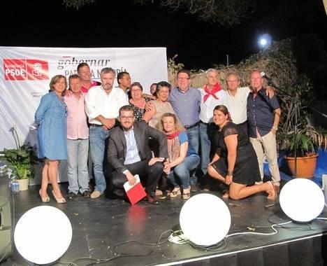 El candidato del PSOE de Mojácar destaca que en su lista 'todos hablan idiomas'