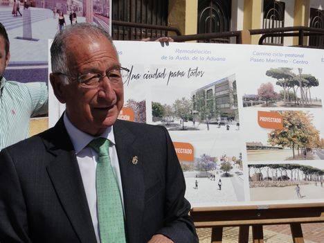 Amat detalla los proyectos que continuarán la transformación de Roquetas de Mar y la abrirán al mar