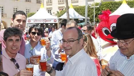"""El alcalde visita el I Festival de la Cerveza Artesana y destaca la necesidad de """"promocionar lo nuestro"""""""