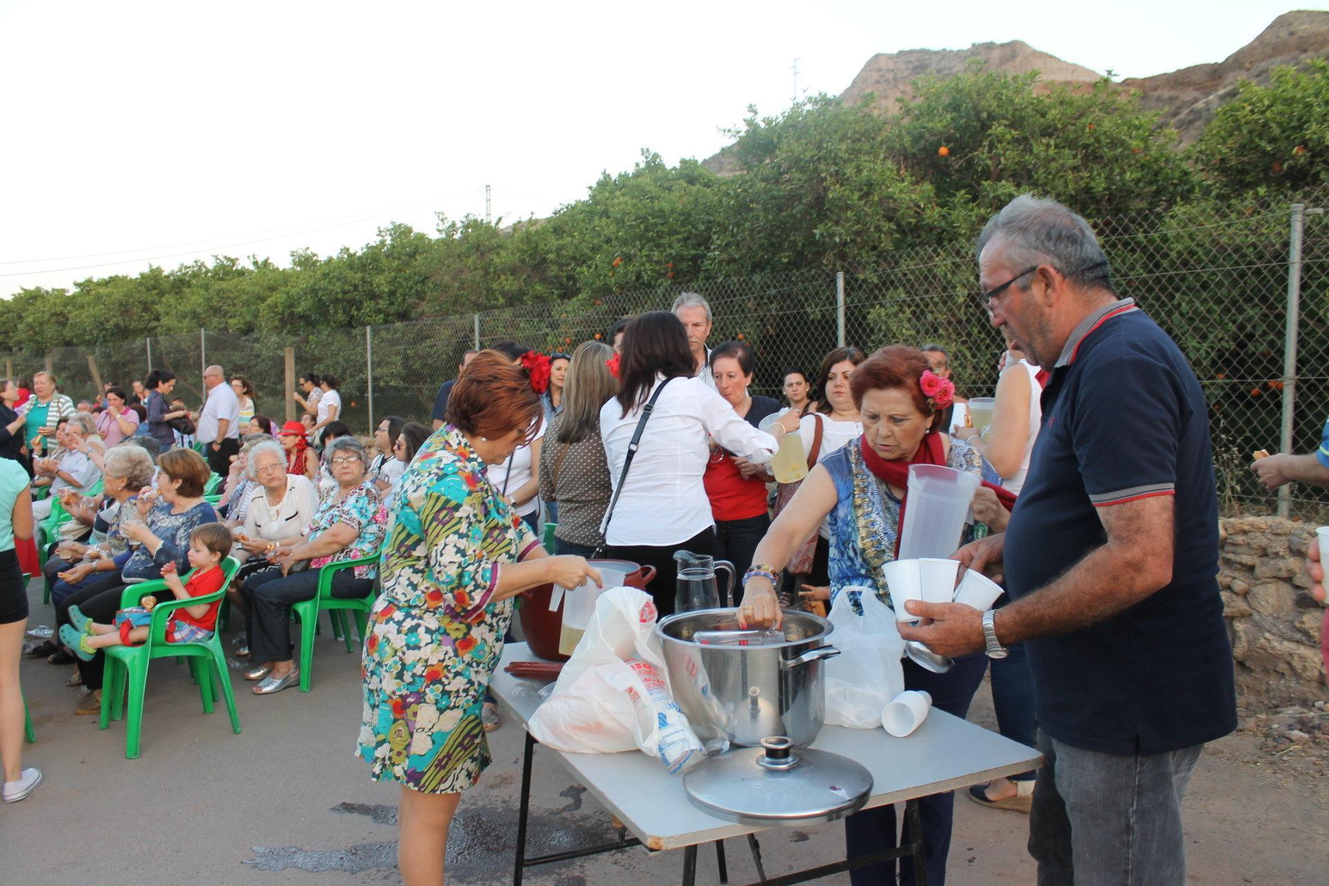 Cientos de gadorenses en la primera romería de San Isidro que se celebra en el municipio