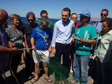 El PSOE rehabilitará el Torreón de Cabo de Gata y apoyará la pesca artesanal como reclamos turísticos del barrio