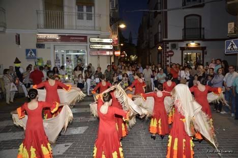Cuevas celebra con éxito su Noche en Blanco
