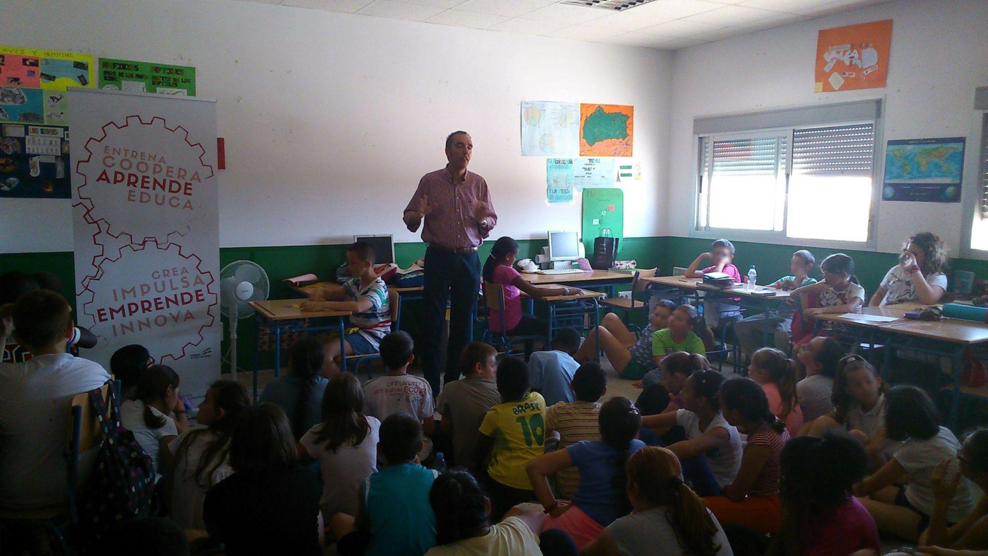 Alumnos del CEIP 'La Molina' de Roquetas de Mar continúan su formación en emprendimiento con la Junta