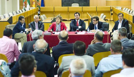 El Ayuntamiento de El Ejido propicia el encuentro entre el sector y la Ministra de Agricultura para culminar su visita a Almería