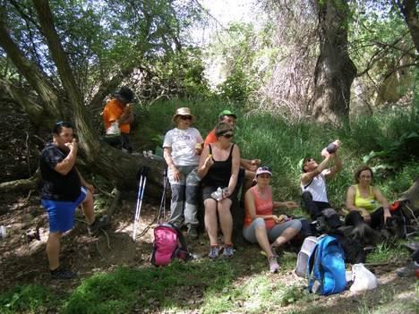Casi medio centenar de senderistas recorren el Campillo de Purchena con la Diputación