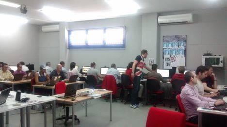 Medio centenar de usuarios del centro Guadalinfo de Huércal-Overa conocen las ventajas de la digitalización de las pymes