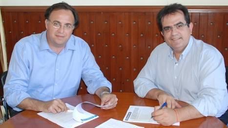 El Ayuntamiento de Níjar firma el contrato de instalación y mantenimiento de los parques infantiles