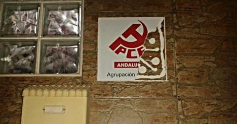 El PCA de Vícar enmarca el destrozo de la placa de su sede con el PP y los pitidos al himno en la Copa del Rey