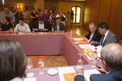 El Partido Popular y C´s firman el acuerdo de regeneración democrática y comienzan a analizar sus programas electorales