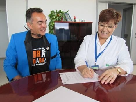 El Hospital de Poniente y Fundación Abracadabra de Magos Solidarios colaboran para mejorar la atención a los niños hospitalizados