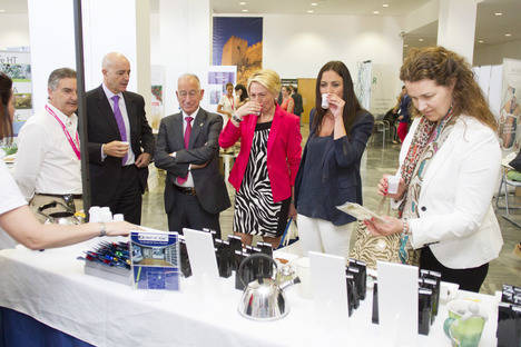 Amat destaca a Almería como sede de foros científicos en la apertura del Congreso de Salud Emocional y Medicina Regenerativa
