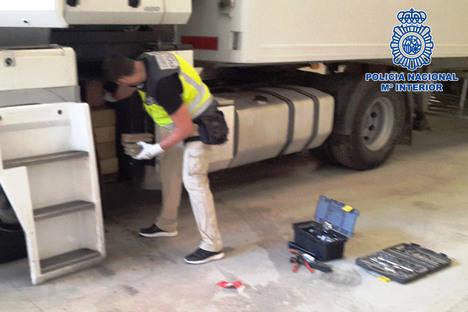 Utilizan dos camiones idénticos para intentar despistar a la Policía transportando hortalizas en uno y 210 kilos de hachís en otro