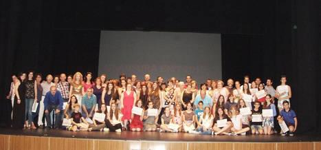 Concluye el curso en la Escuela Municipal de Teatro de Roquetas con la entrega de diplomas a los alumnos