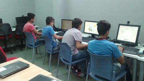 Alumnos del centro de menores inmigrantes de Huércal Overa se forman en Iniciación a la Informática e Internet