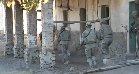 Soldados españoles y marines estadounidenses participan en un entrenamiento conjunto en los decorados de la película Exodus