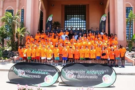 Álex Mumbrú se unió al Campus de Baloncesto FAB Almería