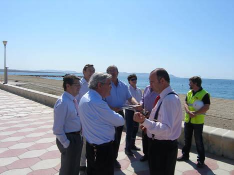 El alcalde anuncia que la playa de Costacabana se abrirá parcialmente en julio para que los vecinos puedan disfrutarla durante el verano