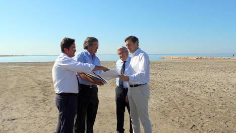 Una nueva aportación de arena en Balerma reforzará la regeneración del litoral de cara a la temporada estival