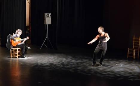 El IV Festival de Danza de Almería abre por todo lo alto con la sobriedad jonda de Manuel Liñán en 'Sinergia'