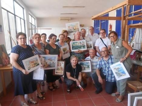 Los alumnos de la Escuela Municipal de Pintura de Gádor guardan los pinceles hasta el próximo curso