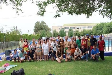 Hu rcal overa cede el uso de la piscina municipal a for Piscina municipal almeria