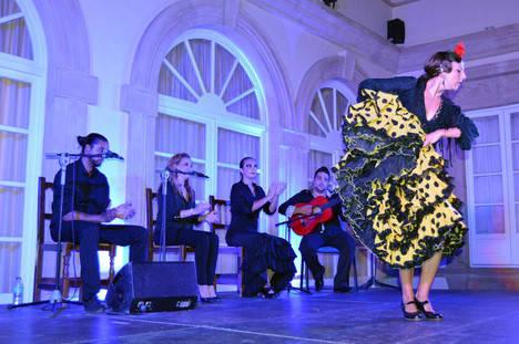 'Tres a compás' vuelve a taconear sobre el tablao del Festival de Danza de Almería