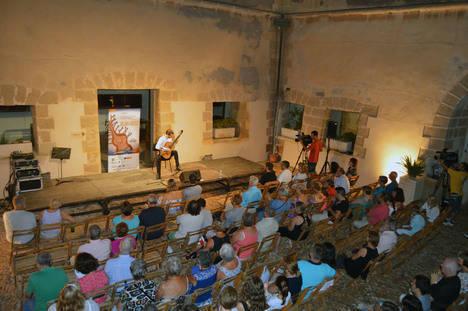 Mircea Gogoncea realiza un viaje por el mundo a través de la guitarra en el Certamen de Cajamar
