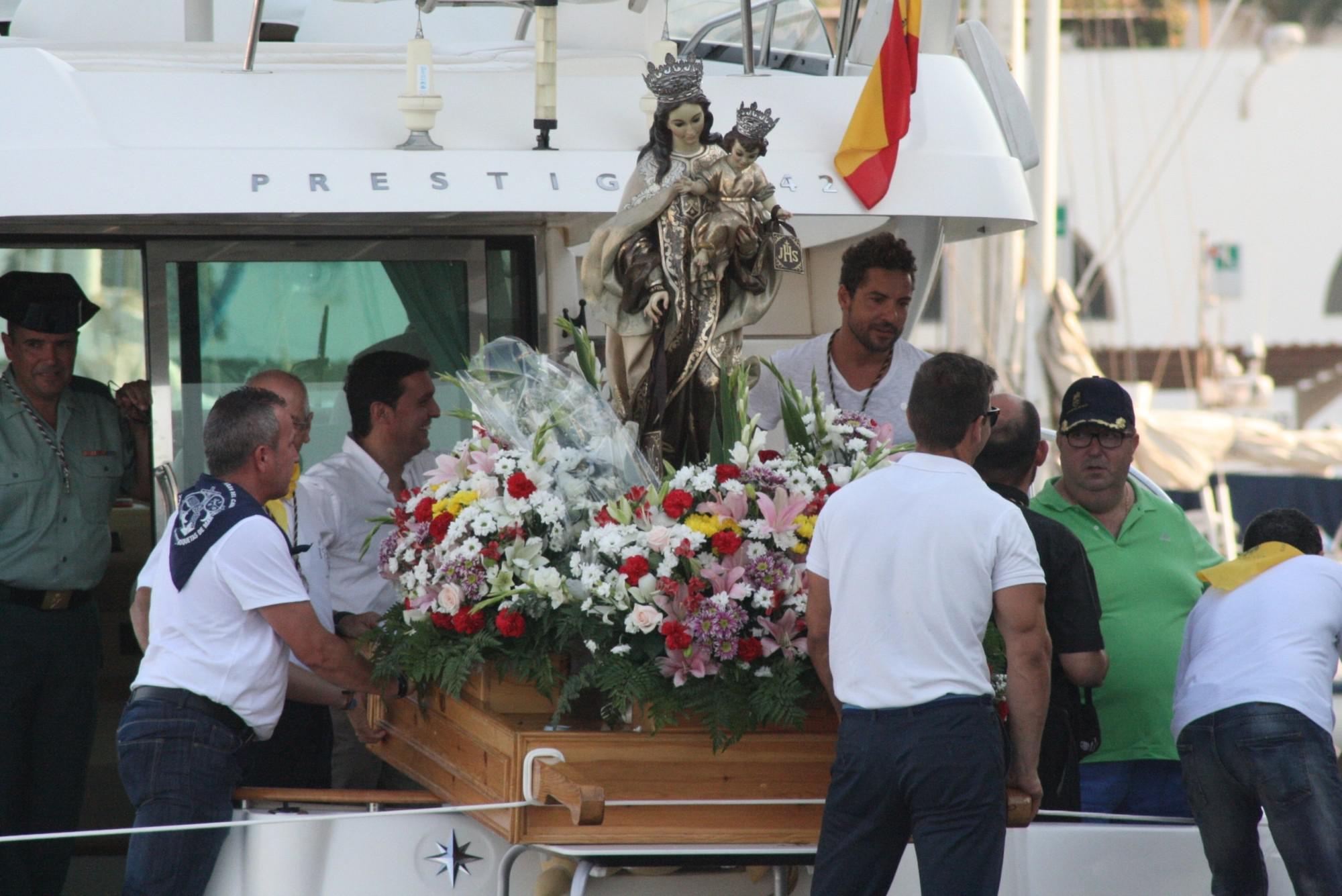 La Virgen del Carmen procesionó en el barco de David Bisbal