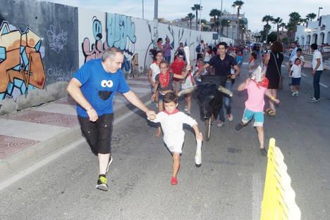 Gran éxito del Encierro infantil celebrado en Roquetas de Mar