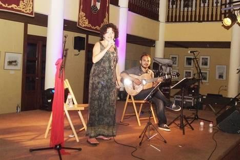 La voz de Puri Santamaría y la guitarra de Ángel Peñalver se fusionaron en Roquetas