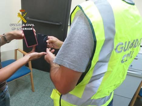 La Guardia Civil detiene al autor del hurto de dos teléfonos móviles en Vícar