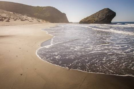 El frente litoral de Níjar, uno de los más populares del destino 'Costa de Almería'