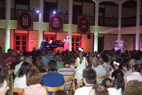 Gran recital de canto de María del Carmen Gálvez con el piano de David Torrecillas en Roquetas