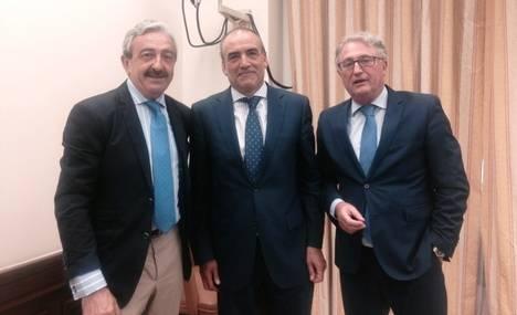 Caicedo se reúne con responsables del Ministerio de Fomento para tratar de nuevo el asunto de la tortuga mora en Cuevas
