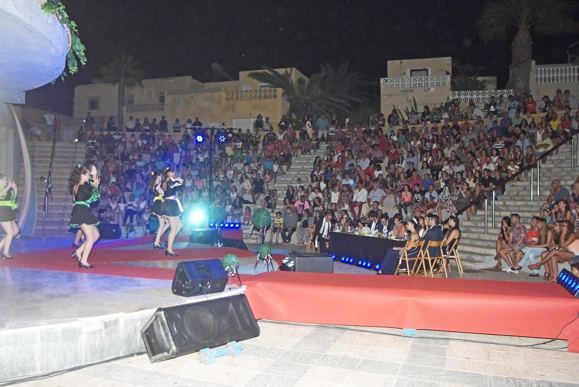 Más de 1.000 personas asisten a la Pregala Dama y Caballero Almería 2016 en el Anfiteatro de Roquetas