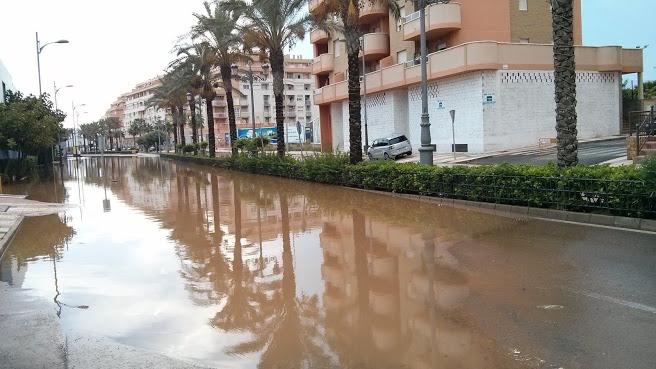 """El PSOE de Roquetas vuelve a denunciar la """"situación de caos"""" que vive el municipio con las primeras lluvias"""
