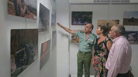 La concejala Rafaela Abad inaugura la exposición fotográfica sobre la Legión