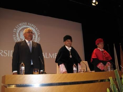 Ramírez de Arellano resalta la experiencia de la Universidad de Almería en el ámbito agroalimentario y en la internacionalización