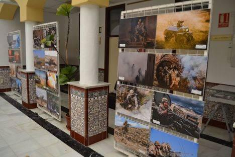 La Legión acerca a Vícar la exposición fotográfica 'Al Espíritu del Acudir al Fuego'